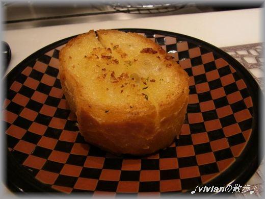 お替り自由のガーリックパン.JPG