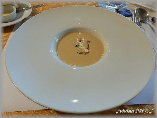 キャベツのスープ自家製ベーコンのトッピング.jpg